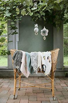 Bamboo_Muslin_Blankets_Gilded-Garden_LS.