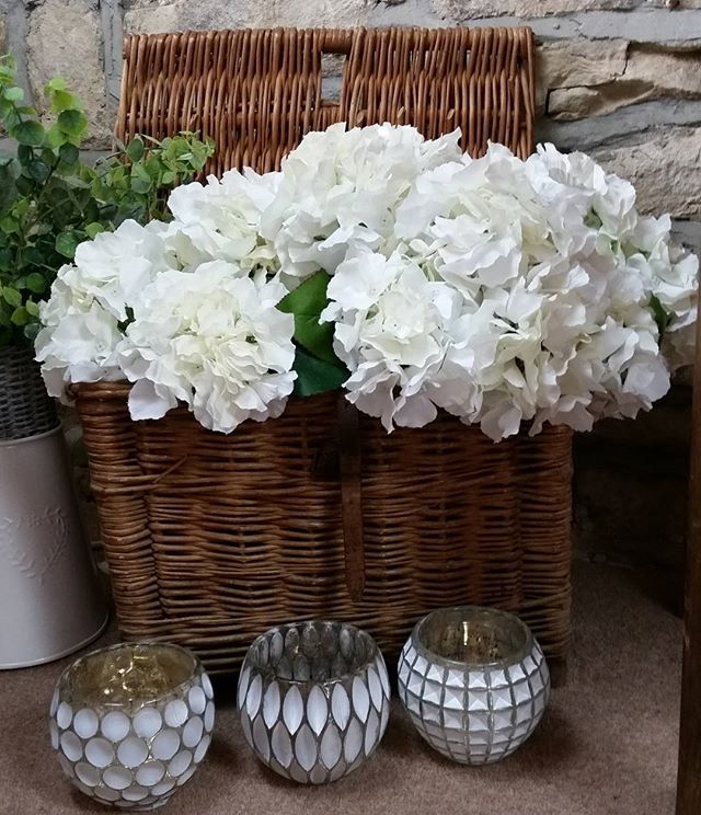 There is something so beautiful and simple about white hydrangeas_#fauxflowers_#flowers_#hydrengea _