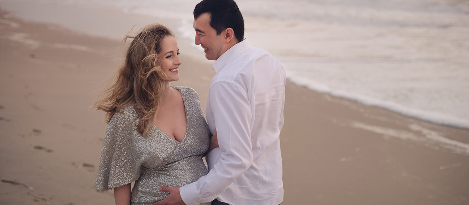 Pregnancy photoshoot in the beach