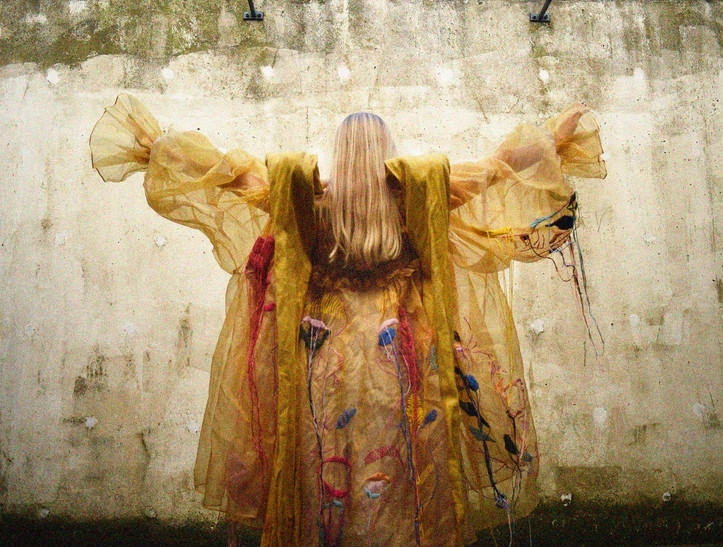Outfit designed by Sasha Avgherinos (1).