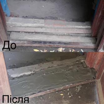 3 робітниками управляючої компанії «Корабельний» був виконаний ремонт бетонних майданчиків біля входу в під'їзди 1,2,3 по вулиці Райдужна,49.jpg