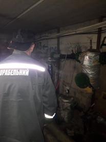 Слюсарі сантехніки виконують згідно договору гідравлічну промивку систем центрального опалення в будинку по вулиці Вокзальна 61,який керується ОСМД2.jpg