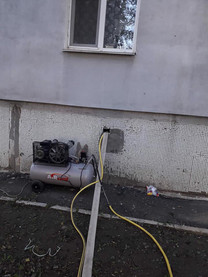 Слюсарі сантехніки виконують згідно договору гідравлічну промивку систем центрального опалення в будинку по вулиці Вокзальна 61,який керується ОСМД 5.jpg