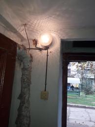3Електромонтерами ТОВ УК Корабельний» було відновлено освітлення в будинку по вулиці Райдужна 49 біля під'їздів 2 та 3.jpg