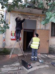 1 Електромонтерами ТОВ УК Корабельний» було відновлено освітлення в будинку по вулиці Райдужна 49 біля під'їздів 2 та 3.jpg