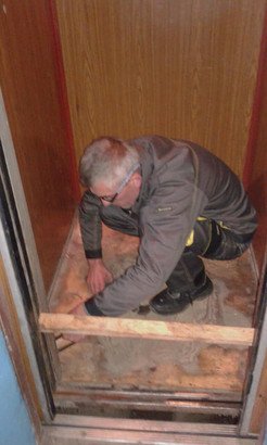 налагодження устаткування і заміна лінолеуму в ліфтах