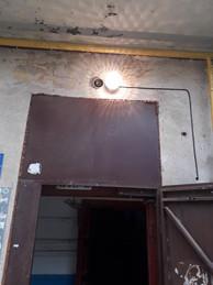 5 Електромонтерами ТОВ УК Корабельний» було відновлено освітлення в будинку по вулиці Райдужна 49 біля під'їздів 2 та 3.jpg