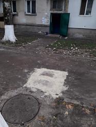 5Робітники ТОВ УК «Корабельний» виконали заміну аварійної ділянки каналізаційної труби випуску біля колодязя в будинку за адресою вулиця Райдужна 43.jpg