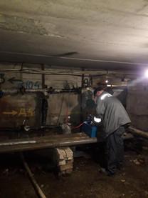 Слюсарі сантехніки виконують згідно договору гідравлічну промивку систем центрального опалення в будинку по вулиці Вокзальна 61,який керується ОСМД1.jpg