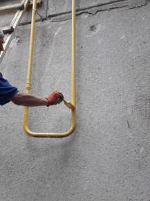 ТОВ УК «Корабельний» проводить фарбування будинкових газопроводів по фасаду житлових будинків по вул. Знаменська 47,493.jpg
