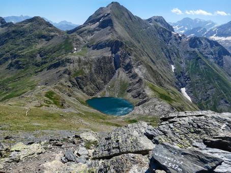 Ibón y Pico de Bernatuara (2.517 m)