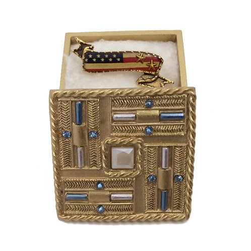 """""""Proud to Be An American"""" Pin"""