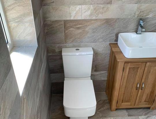 Modern, stylish bathroom.