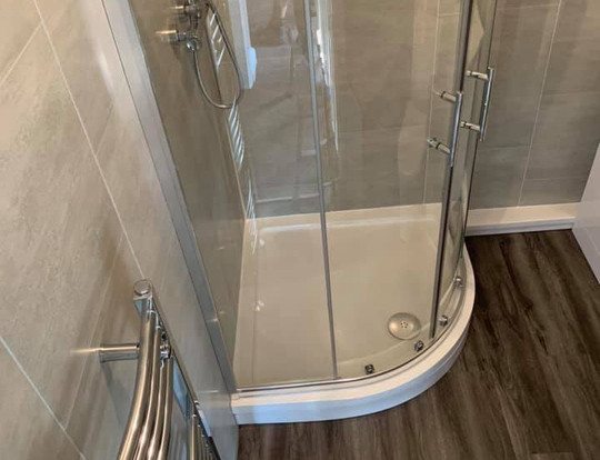 Enclosed curved shower cubicle
