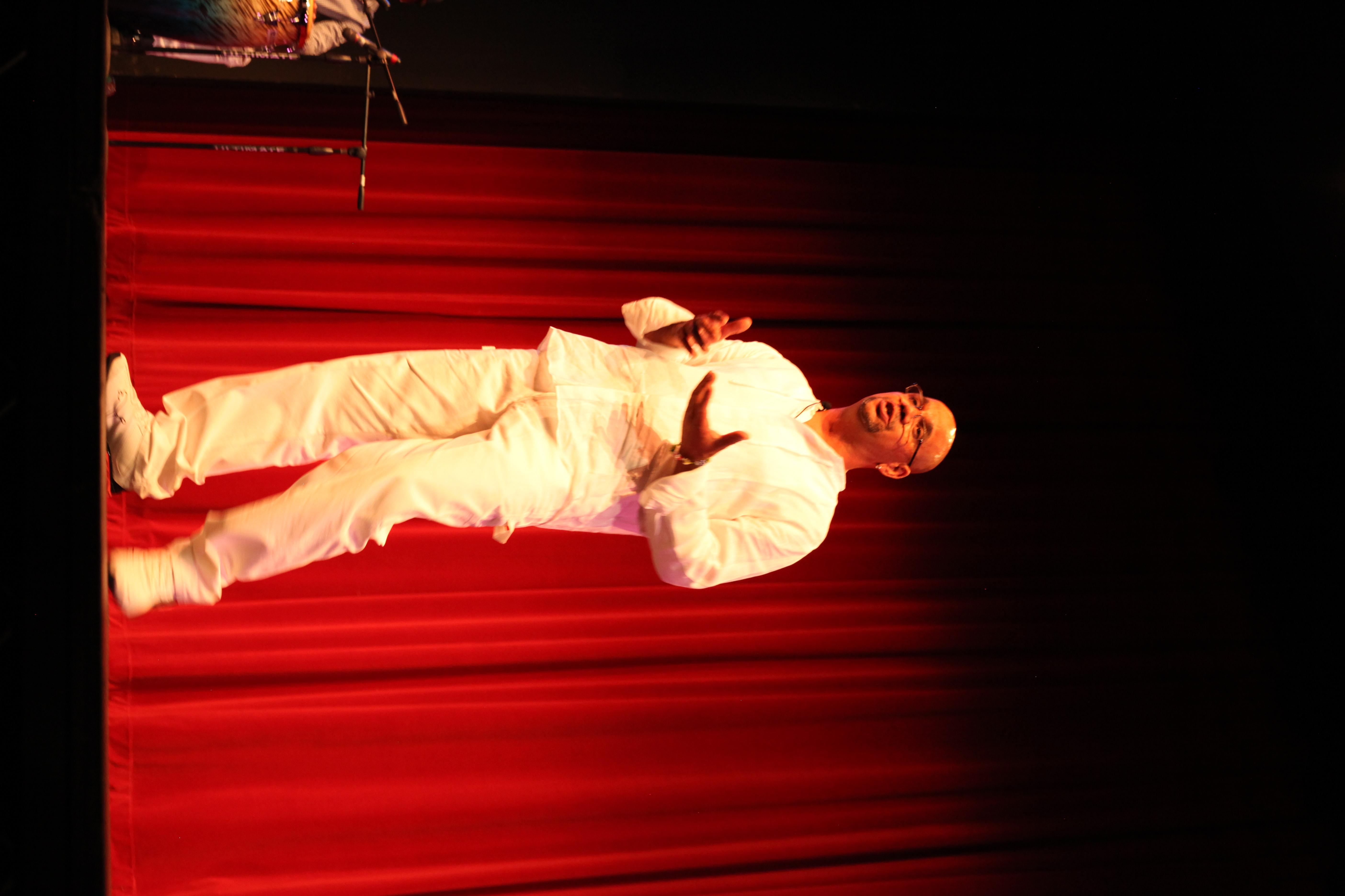 Gonzalo Sings