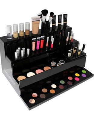 Pop-acrylic-makeup-displays-with-large-c