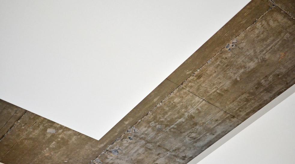 Her ses ALPHA SOLO opsat i krog i stort åbent betonmiljø