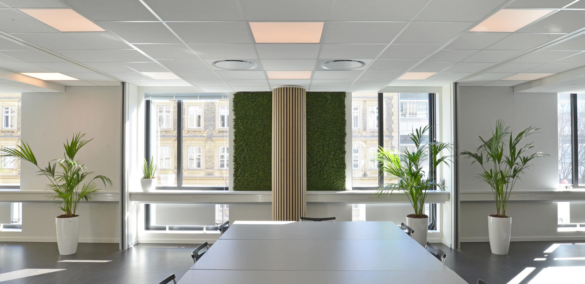 Akustikløsningen i det midterste møderum, når der er åbent til alle tre mødelokaler