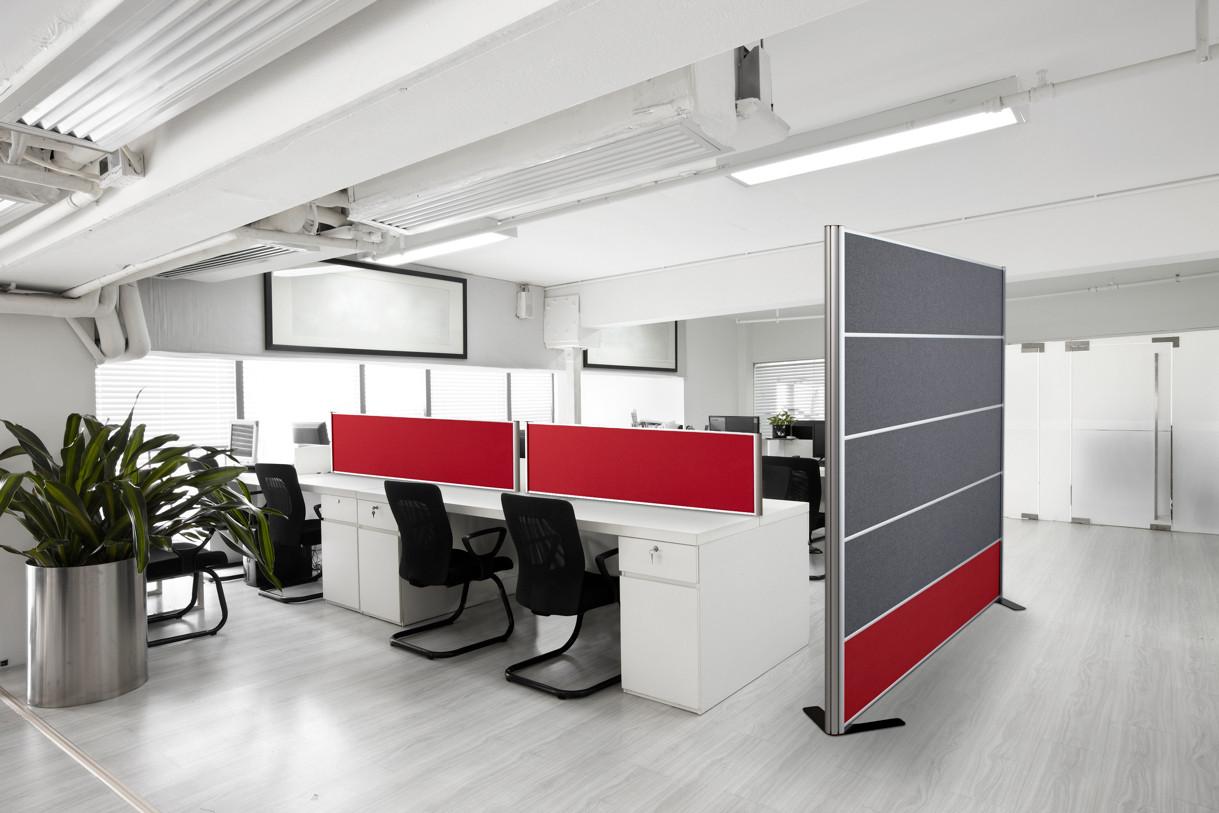 Alpha Bordskærm på Kontor – kombineret med +Design Skærmvæg