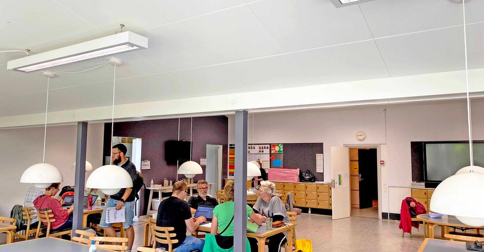 Akustikloft med Alpha Direct - akustikløsning på en skole