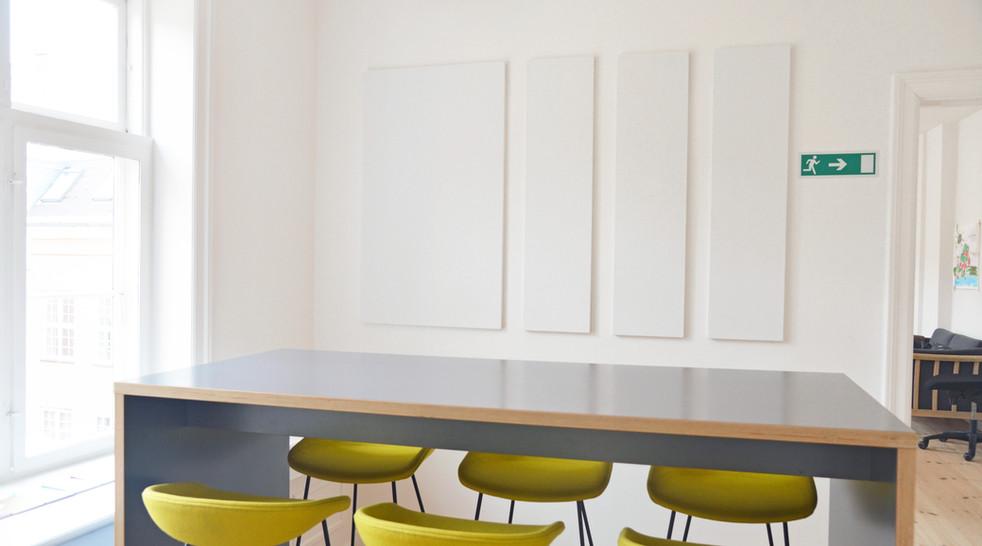 Støjdæmpning og god akustik i kontormiljø - primært løst med Alpha TYST