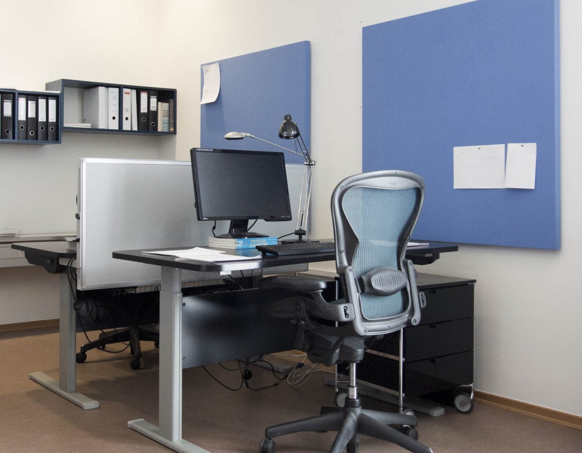 Alpha Bordskærm på kontor kombineret med TYST paneler