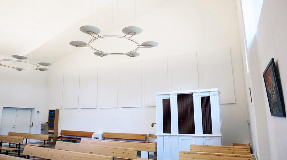 Alpha Direct - akustikløsning til kirkevæg
