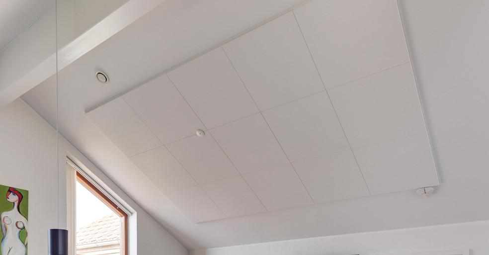 Akustik på skråt loft i privathjem
