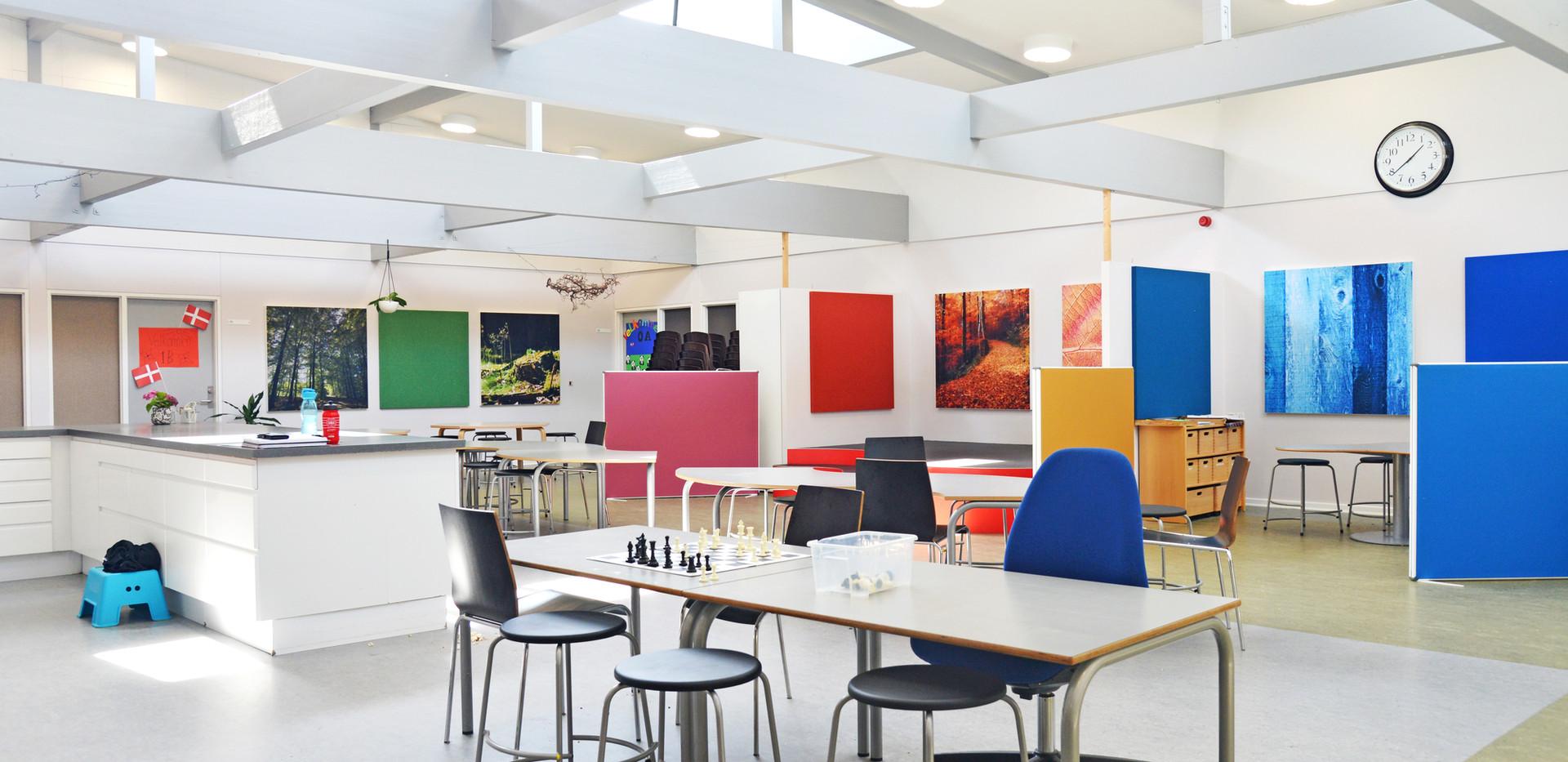 Akustiske skærmvægge på skole – stillezoner