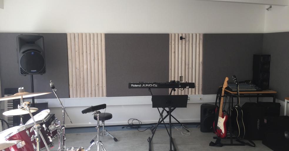 Alpha TYST - akustikløsning til væg i musiklokale