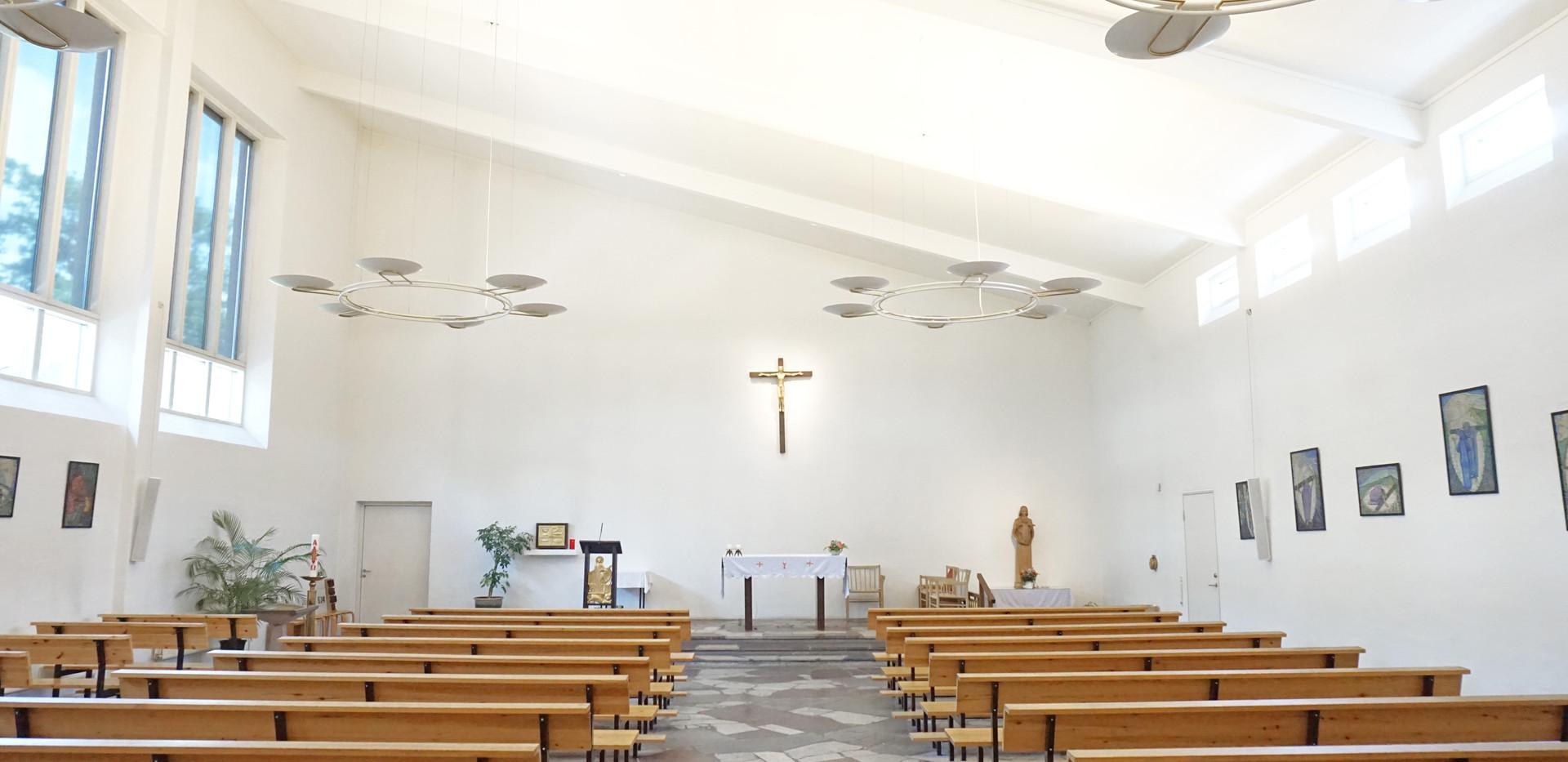 Alpha Direct - akustikløsning til bagvæg i kirke