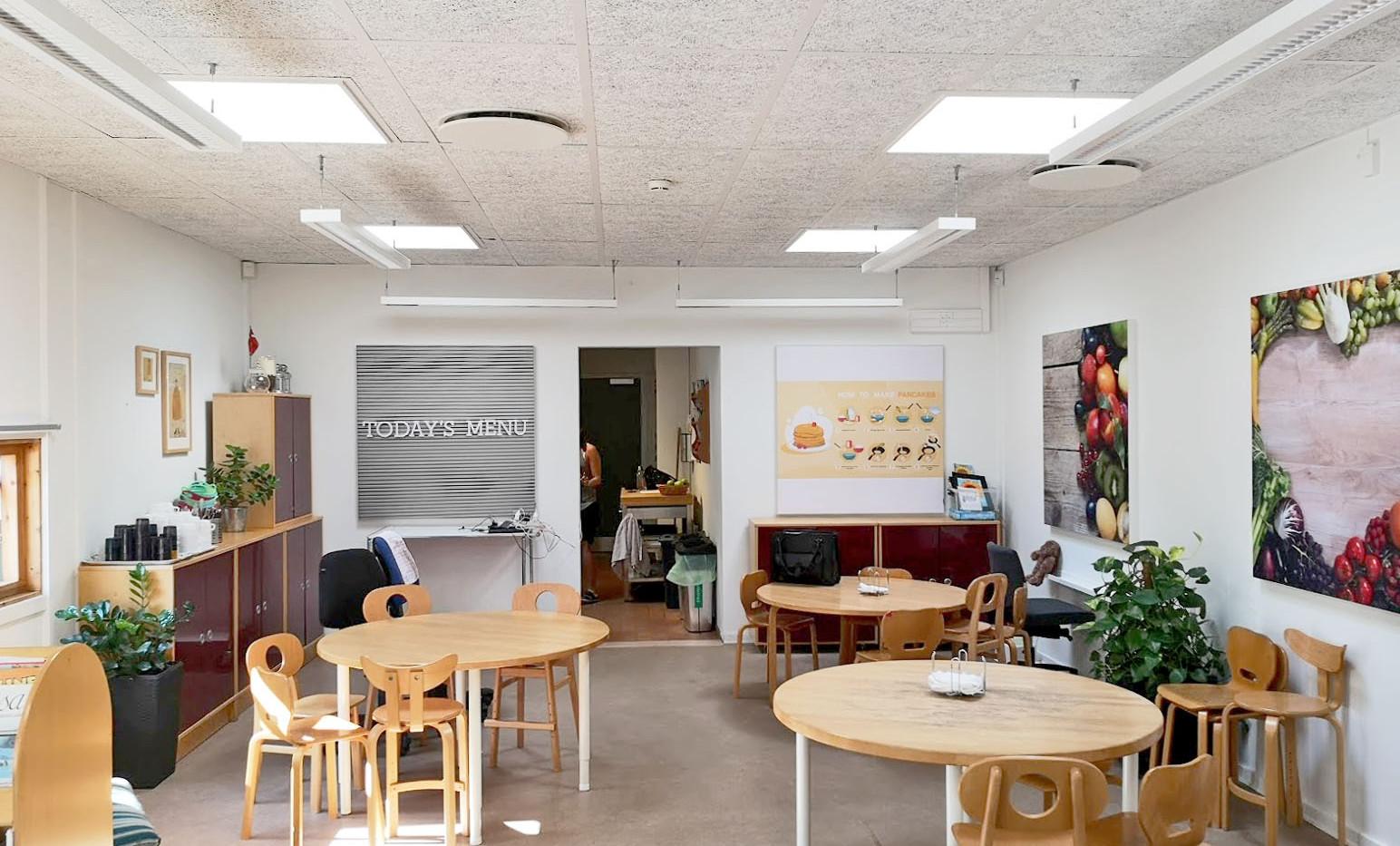 Akustikbilleder med mad motiver i børnehave, hvor de spiser