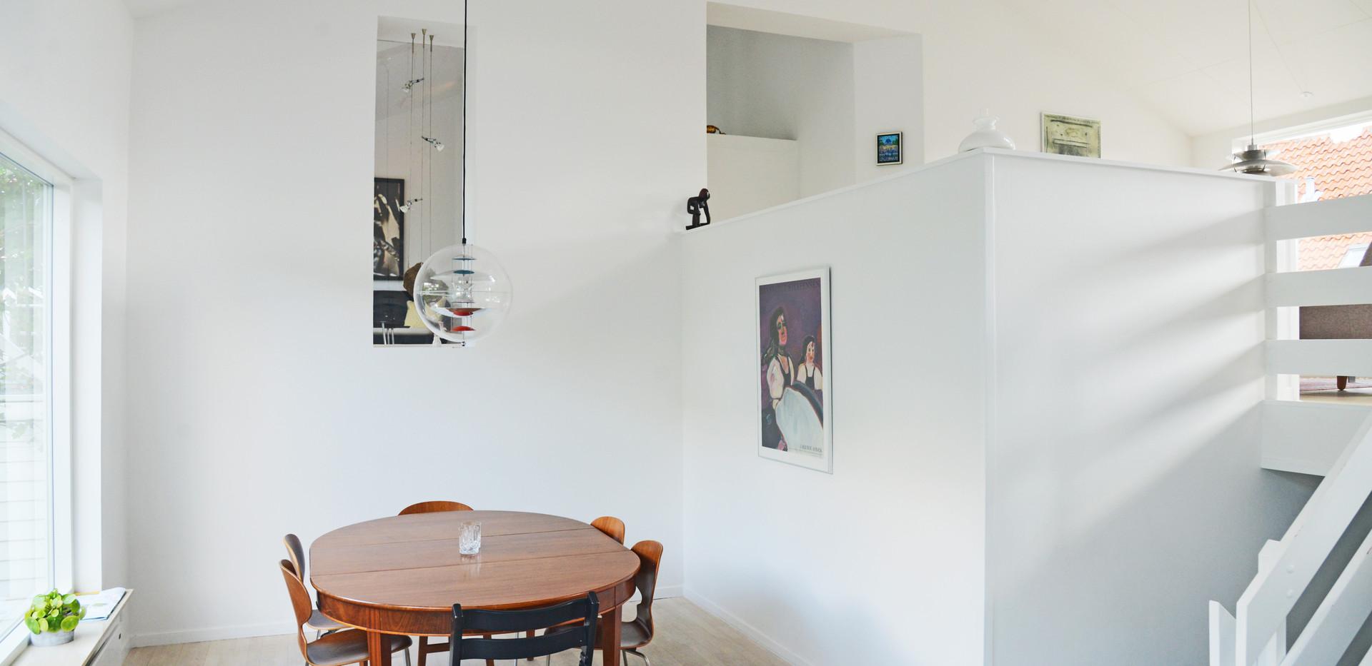 Heldækkende akustikloft i privathjem