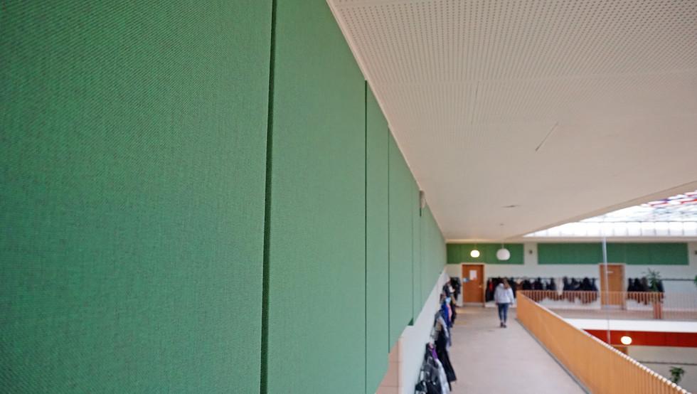 God akustik og effektiv støjdæmpning på Husum skole i flotte farver