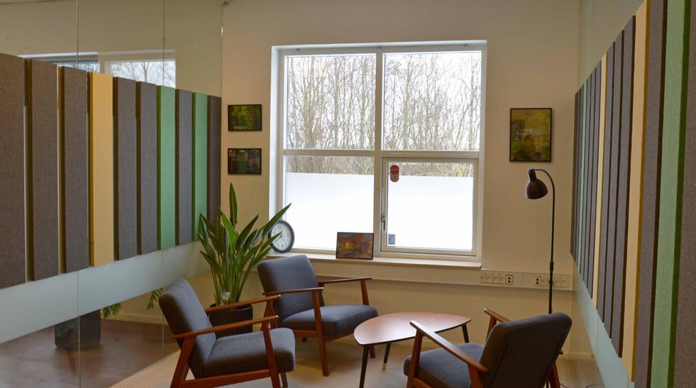Akustikløsning i samtalelokaler på Møllevej