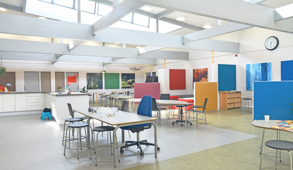 Alpha Akustikbilleder, Alpha TYST og Alpha skærmvæg giver god akustik på Fløng skole