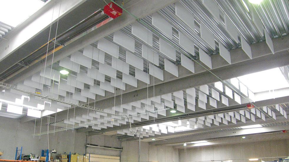 BAFLER - akustik og støjdæmpning i industribygning
