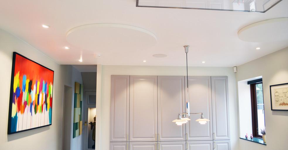 Runde Alpha SOLO - Akustikløsning til loftet i privathjem