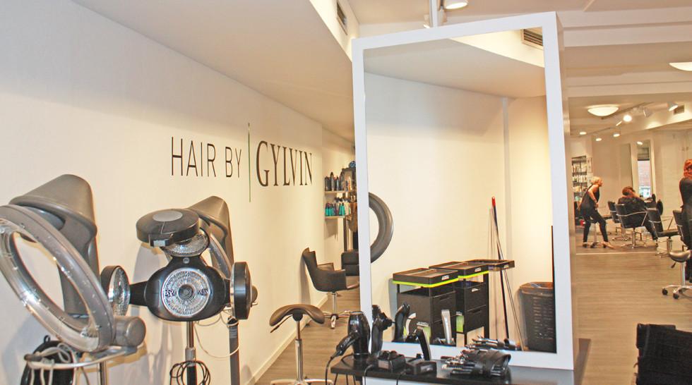 God akustik og støjdæmpning hos frisør - nu undgår medarbejderne hovedpine og kvalme