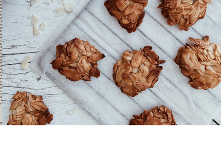 A Delicious Almond Cookies in 2 minutes' work!