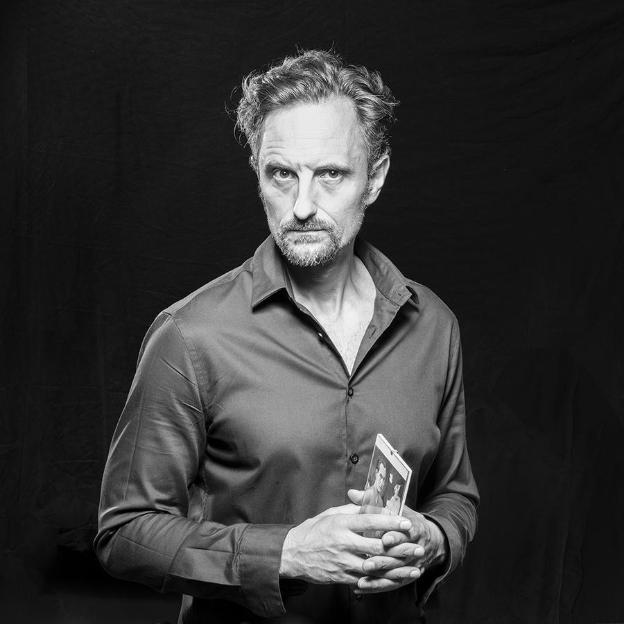 צילום פורטרט בוק לשחקן|סטודיו כותרת - צילום תדמית לעסקים