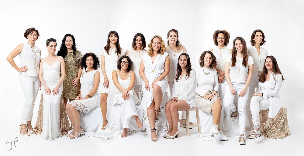 פרויקט מיוחד של נשים בלבן |  סטודיו כותרת - צילום תדמית לעסקים