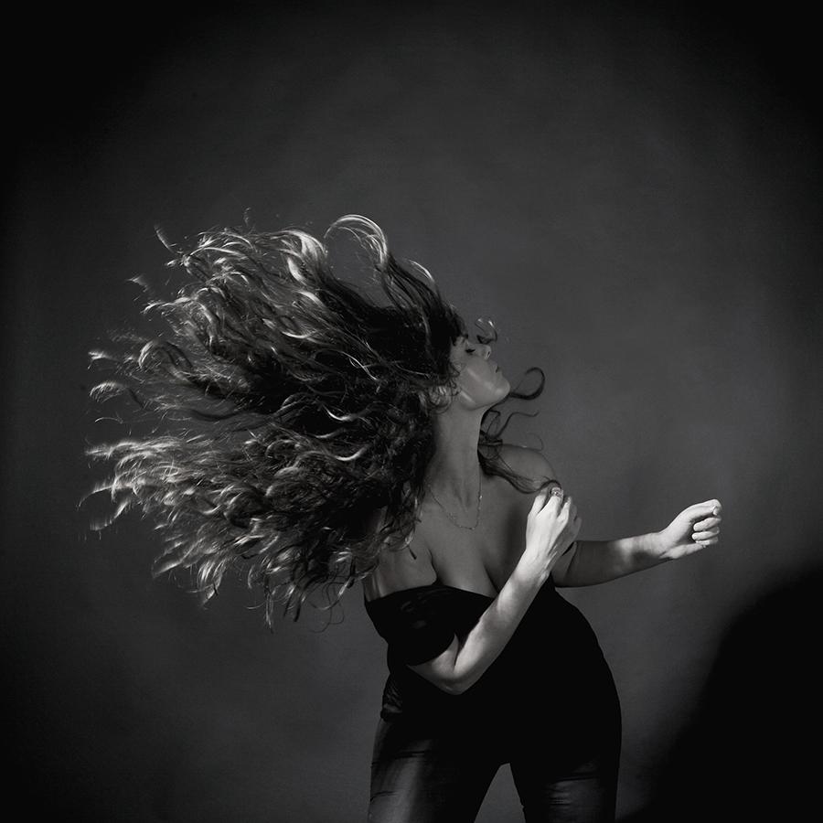 צילום פורטרט למוסיקאית|סטודיו כותרת - צילום תדמית לעסקים  פורטרט עסקי לבעלת עסק|סטודיו כותרת - צילום