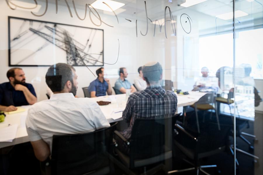 הרצאה במשרדי קבוצת פארטו |סטודיו כותרת - צילום תדמית לעסקים