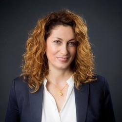 צילום פורטרט לאשת נדל״ן|סטודיו כותרת - צילום תדמית לעסקים