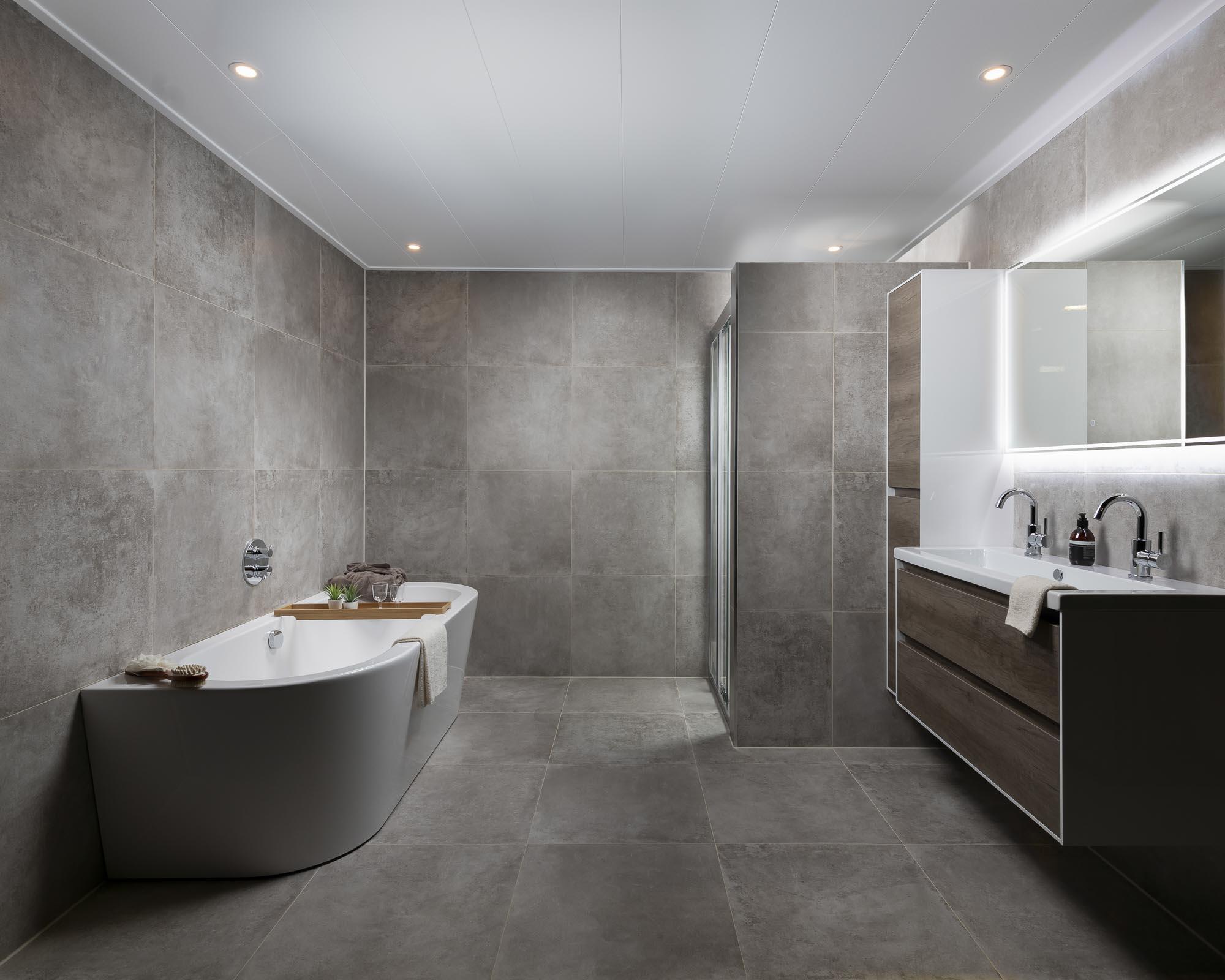 badkamer compleet tegels vervangen.jpg