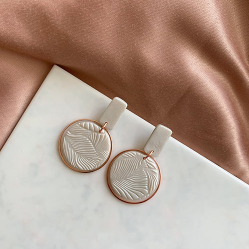 Evita in Shimmery Pearl and Rosegold coloredHoops