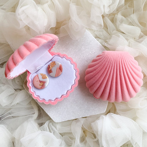 Studs in a shell // pink
