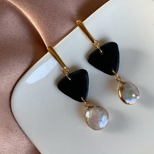 Ella with fresh water pearls in black