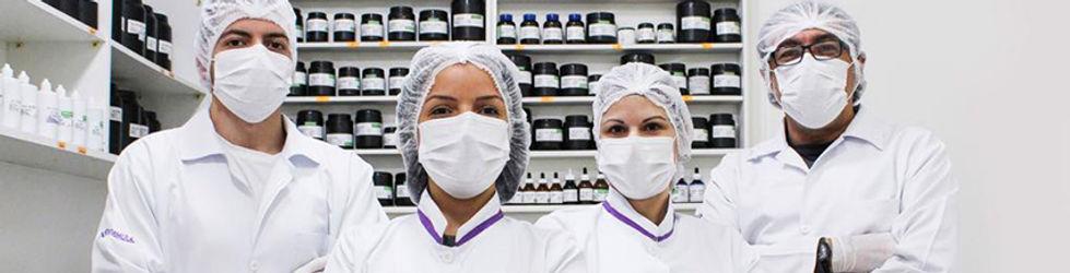 mulher no laboratório ns formula